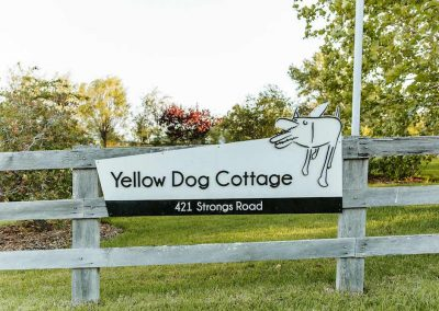 03_yellow-dog-cottage-sign